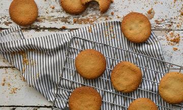 Συνταγή για τα πιο γρήγορα και εύκολα μπισκότα με ταχίνι