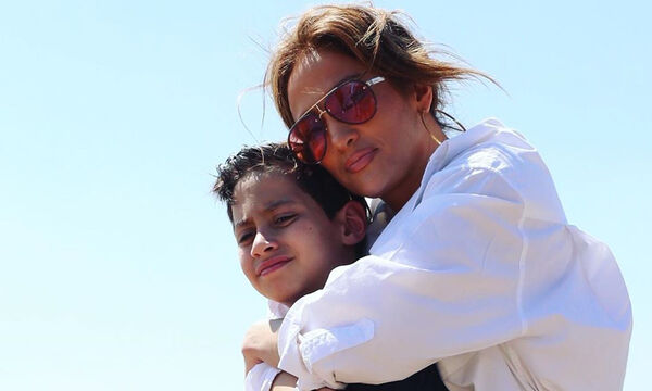 Την κόρη της J Lo την έχεις ακούσει να τραγουδάει, τον γιο της όμως; (vid)