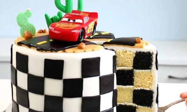 Αυτή είναι μία από τις πιο υπέροχες τούρτες Cars που έχουμε δει - Δείτε πώς θα τη φτιάξετε (vid)