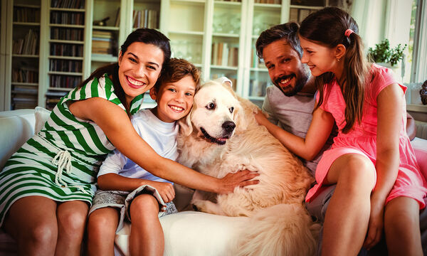 Οικογενειακά παιχνίδια με το σκύλο σας μέσα στο σπίτι
