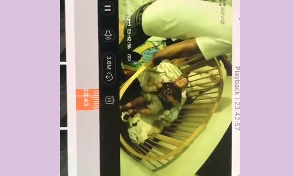 Διάσημη μαμά παρακολουθεί τον σύζυγο & τον γιο της στο baby monitor - Τι βλέπει; (vid)