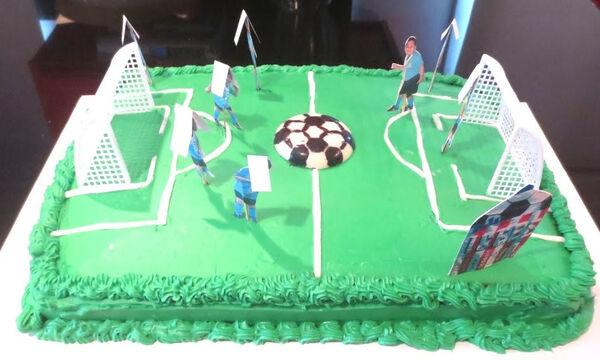 Υπέροχη τούρτα γενεθλίων για τους μικρούς λάτρεις του ποδοσφαίρου (vid)