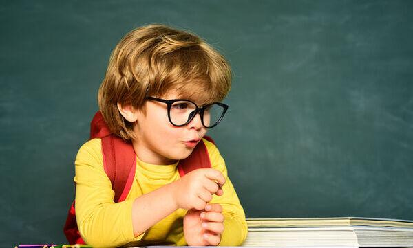 Μαθήματα ζωής: Πώς θα βοηθήσω το  παιδί μου να προσαρμοστεί πιο εύκολα στο σχολείο του; (vid)