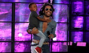 Πρέπει να δείτε την έκπληξη του Lenny Kravitz σε πεντάχρονο θαυμαστή του (vid)