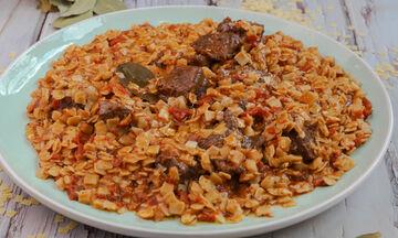 Συνταγή για μοσχαράκι κοκκινιστό με χυλοπιτάκια