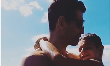 Σάκης Ρουβάς: Οι βουτιές με τον γιο του το Σαββατοκύριακο - Το βίντεο που έγινε viral (vid+pics)