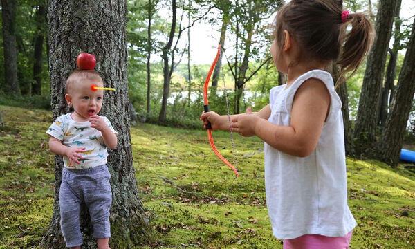 Μπαμπάς φωτογραφίζει τα παιδιά του με τον πιο αστείο τρόπο που έχετε δει (pics)