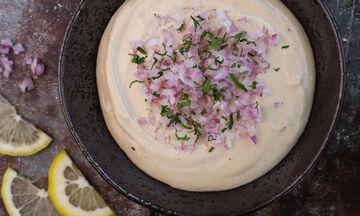 Εσείς έχετε δοκιμάσει κυπριακή ταχινοσαλάτα; Δείτε πώς θα τη φτιάξετε