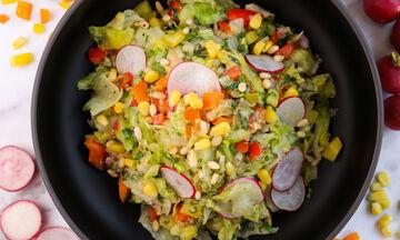 Συνταγή για υγιεινή και απολαυστική σαλάτα αβοκάντο