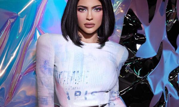 Αυτά είναι τα sneakers που λατρεύει η Kylie Jenner