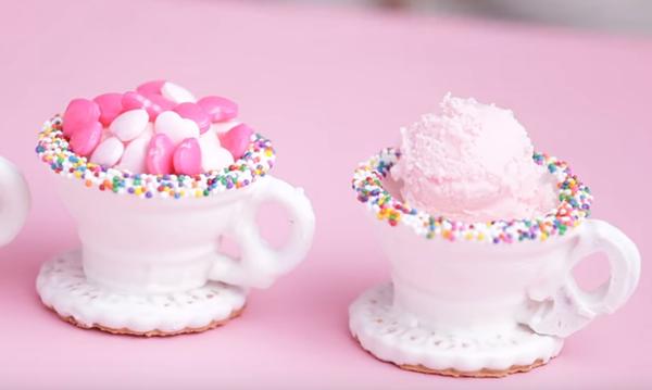 Ώρα για tea party; Αυτά τα υπέροχα φλιτζανάκια τρώγονται και μπορείτε να τα φτιάξετε και μόνες σας!