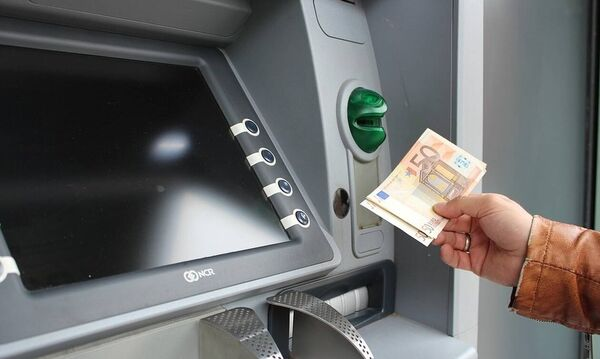 Έρχονται χρεώσεις για κάθε τραπεζική συναλλαγή - Δείτε αναλυτικά