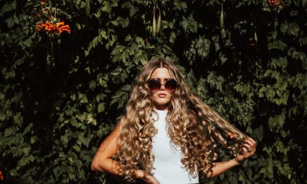 Δες τους 5 τρόπους να κάνεις μπούκλες στα μαλλιά σου χωρίς κανένα μηχάνημα