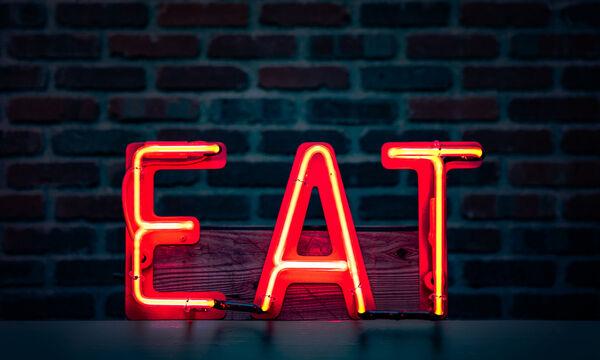5 πράγματα που μπορείς να φας ή να πιείς για να κάψεις περισσότερες θερμίδες