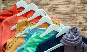 Τρία tips που πρέπει να εφαρμόσετε οπωσδήποτε όταν φυλάσσετε τα καλοκαιρινά ρούχα (vid)