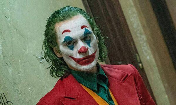 Όλοι μιλούν για τον «Joker», την ταινία που σπάει το ένα ρεκόρ μετά το άλλο (vids)