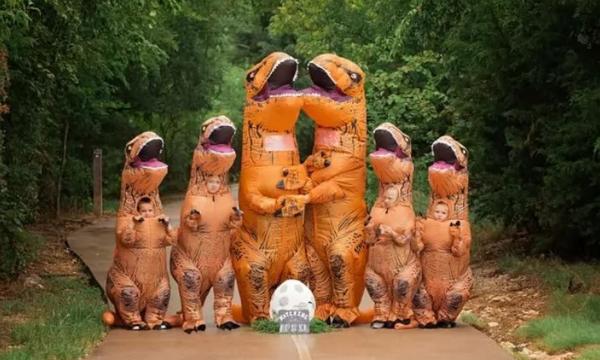 Αυτή η ασυνήθιστη οικογενειακή φωτογραφία έγινε viral και υπάρχει λόγος (pics)