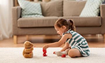 Πώς να ενθαρρύνουμε την ανεξαρτησία του νηπίου ηλικίας 2,6 ετών