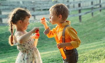 Τι συμβαίνει όταν τα μεγάλα αδέρφια προσέχουν τα μικρά; Ξεκαρδιστικά πράγματα (vid)