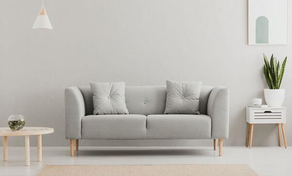 Επτά τρόποι για να πετύχετε την τέλεια διακόσμηση του γκρι καναπέ (vid)