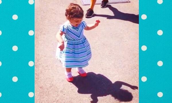 Πώς αντιδρά ένα μωρό όταν βλέπει τη σκιά του; (vid)