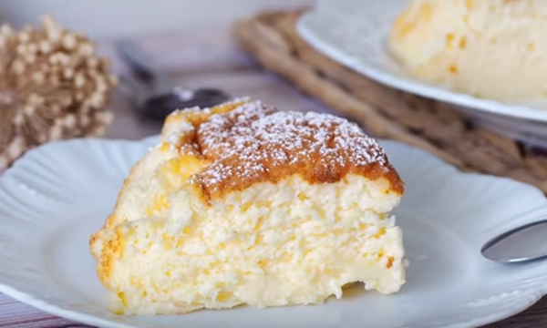 Φτιάξτε αφράτο κέικ με γιαούρτι και άρωμα λεμονιού (vid)