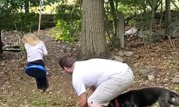 Αυτός ο μπαμπάς βρήκε τον πιο ξεκούραστο τρόπο να κάνει κούνια την κόρη του (vid)