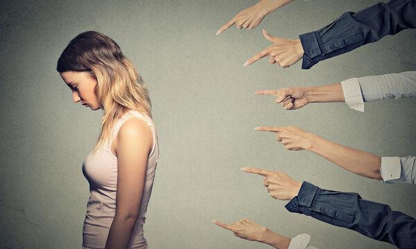 Πώς μπορεί να αντιμετωπίσει μια μαμά τις ενοχές που νιώθει;