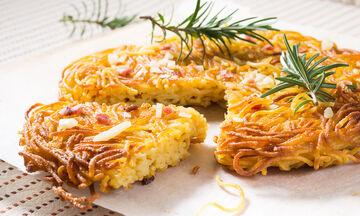 Πέντε διαφορετικές συνταγές για να φτιάξετε μακαρονόπιτα (pics)