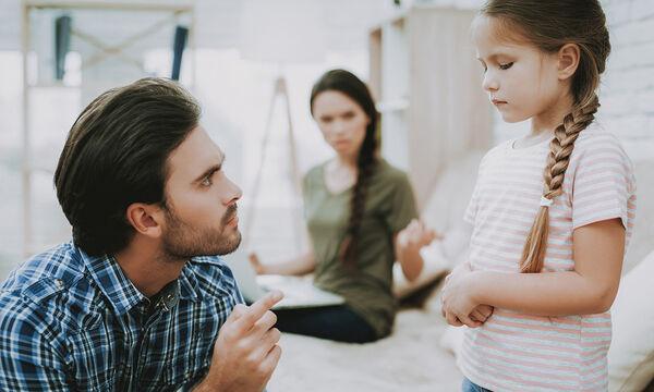 Πώς οι γονείς πληγώνουν τα παιδιά -  Η Ράνια Θρασκιά εξηγεί (vid)