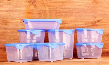 Με αυτό το tip θα καθαρίσετε τα πλαστικά σας τάπερ εύκολα και αποτελεσματικά