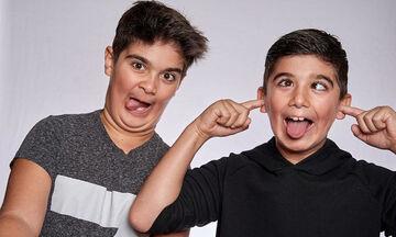 Κι όμως αυτά τα δίδυμα αγόρια είναι γιοι πασίγνωστης τραγουδίστριας - Η φώτο μετά από καιρό (pics)