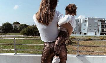 Παίκτρια του GNTM ποζάρει με την κόρη της - Μαντεύετε ποια είναι; (pics)
