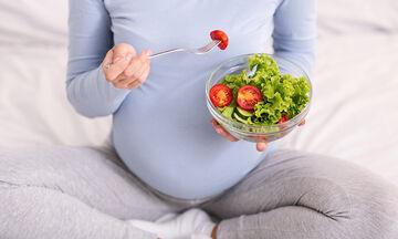 Εγκυμοσύνη & διατροφή: 14 τροφές που πρέπει να συμπεριλάβετε οπωσδήποτε στο διατροφολόγιό σας