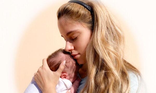 Δούκισσα Νομικού: Μοιράζεται μαζί μας στιγμιότυπα από τον θηλασμό του μωρού της (vid+pics)