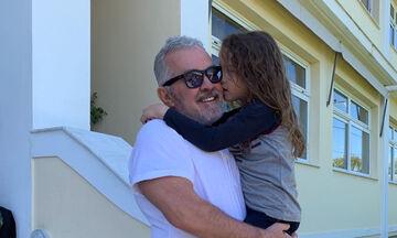 Δείτε πώς ταξιδεύει η κόρη της Πέγκυς Ζήνα και του Γιώργου Λύρα (pics)