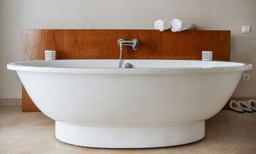 Έτσι θα καθαρίσετε την μπανιέρα σας εύκολα και αποτελεσματικά (vid)