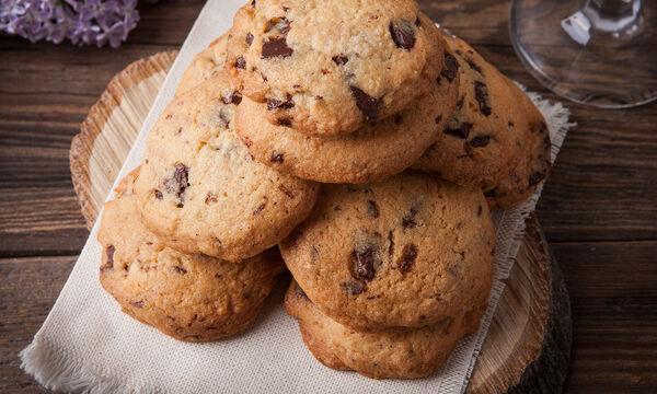 Τρεις συνταγές για τα πιο λαχταριστά σοκολατένια cookies που έχετε φτιάξει (vids)