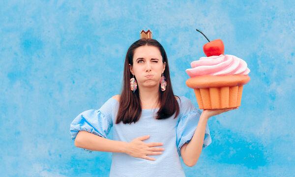 Εννέα σημάδια στο σώμα σας που δείχνουν ότι τρώτε πολύ ζάχαρη (vid)