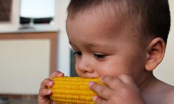 Πότε μπορεί ένα μωρό να φάει καλαμπόκι;