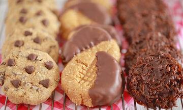 Τρεις εύκολες συνταγές για cookies χωρίς ψήσιμο (vid)