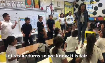 Δασκάλα έγινε viral μέσα από το βίντεο που δημοσίευσε στο YouTube (vid)