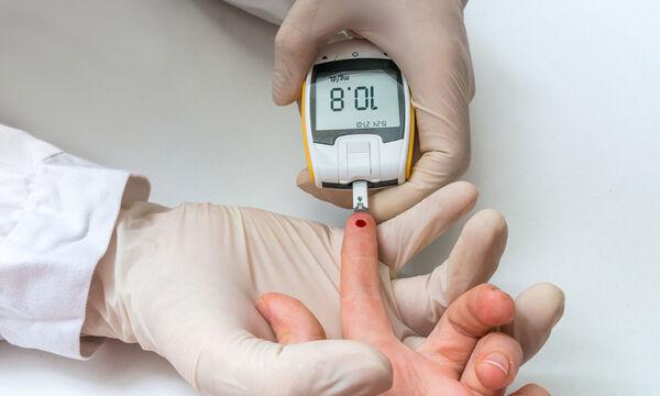 16 σημάδια υψηλού σακχάρου στο αίμα & 8 συμπτώματα διαβήτη (βίντεο)