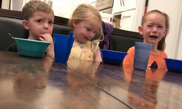 Γονείς είπαν στα παιδιά ότι έφαγαν τα ζαχαρωτά τους - Δεν φαντάζεστε το τι έγινε (vid)