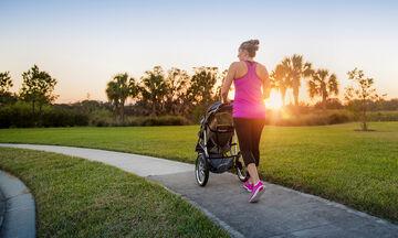 Γυμναστείτε κάνοντας βόλτα με το μωρό σας και χάστε τα κιλά της εγκυμοσύνης (vid)
