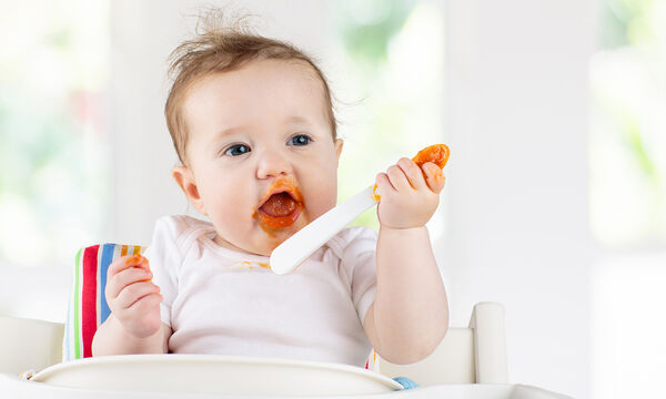 Τέσσερις μύθοι για τις στερεές τροφές στη διατροφή του μωρού
