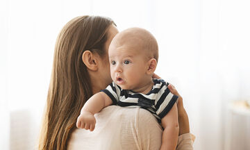 Το ρέψιμο του μωρού - Οι δυο τεχνικές που πρέπει να γνωρίζετε (vid)