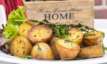 Αυτό είναι το κόλπο για τέλειες, τραγανές πατάτες στον φούρνο