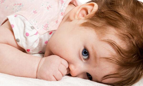Γιατί το παιδί μου πιπιλίζει το δάκτυλό του και πώς το αντιμετωπίζουμε;