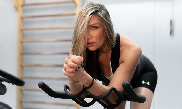 Πώς να γυμναστείτε στο σπίτι μαζί με τα παιδιά σας - Δείτε τι προτείνει η Ελένη Πετρουλάκη (vid)